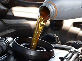 Consejos para revisar de forma segura el aceite de motor de tu auto