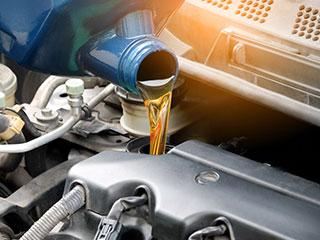 ¿Cómo funciona el sistema de lubricación de un auto y para qué sirve?