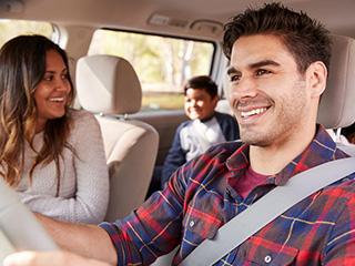 ¿Cómo manejar un carro con niños a bordo?
