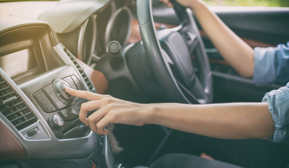 ¿Cuáles son los botones de un auto que todo conductor debe conocer?